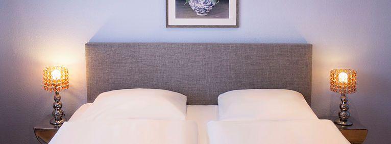 Doppelbett in der Suite - Frontalansicht