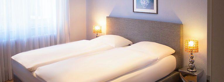 Doppelbett in der Suite - Seitenansicht