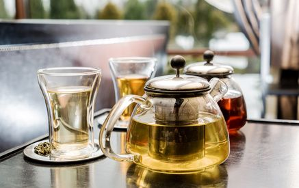 Teetrinken Teekanne und -glas